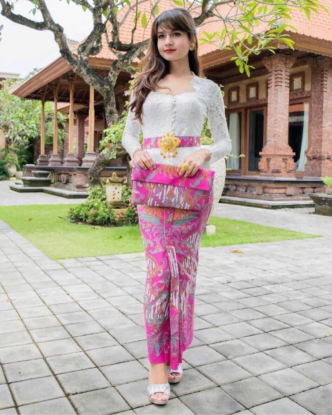 Model Kebaya Bali Modern dengan Ikat Pinggang Mati
