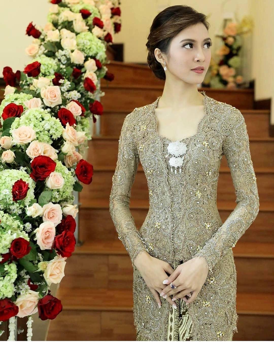 Model Kebaya Bali Modern untuk Acara Pernikahan