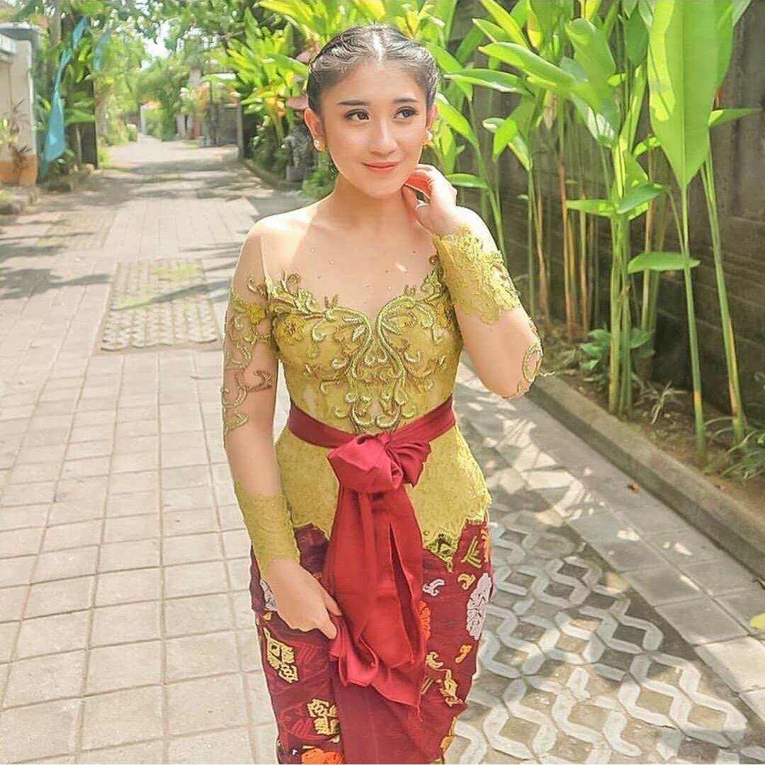 Model Kebaya Bali Modern untuk Pesta