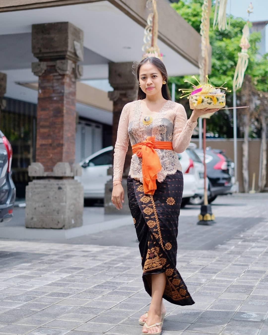 Model Kebaya Bali Vintage Modern