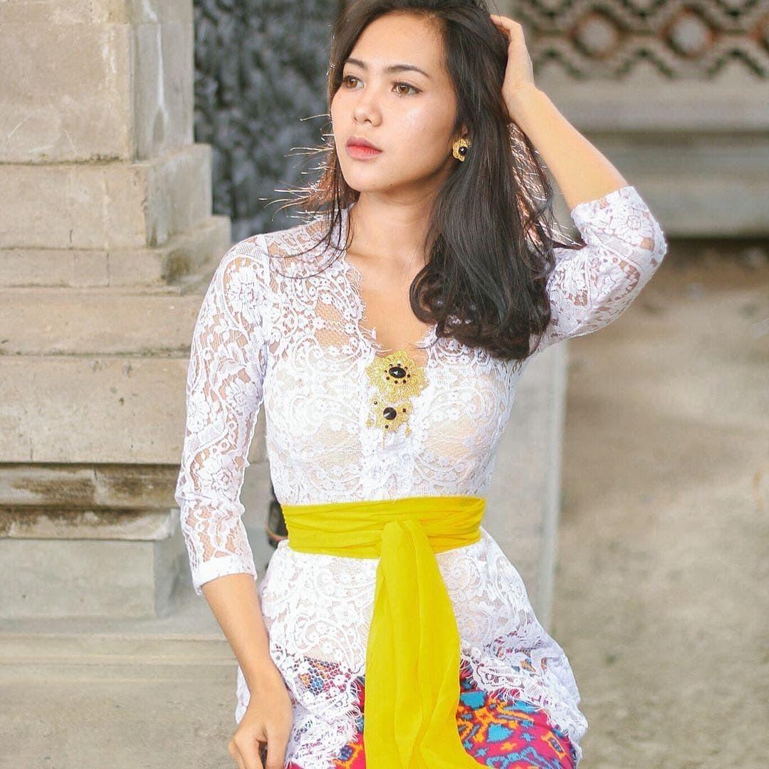Model Kebaya Bali yang Simpel dan Cantik