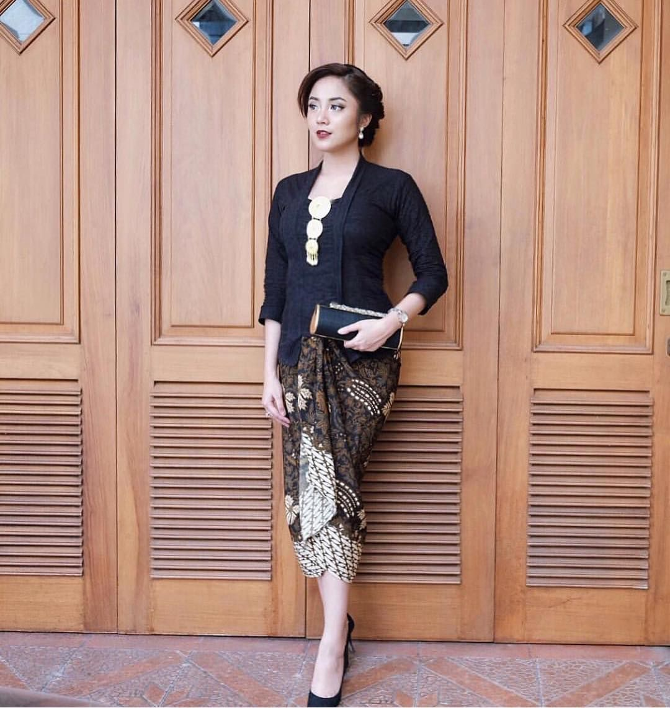 Model Kebaya Batik Cantik Modern