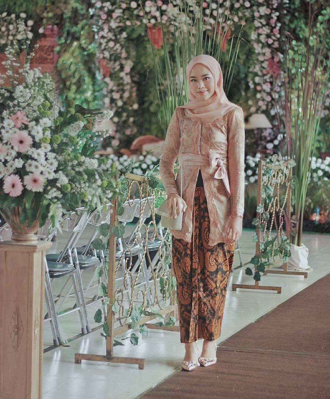 Model Kebaya Batik Modern Cantik