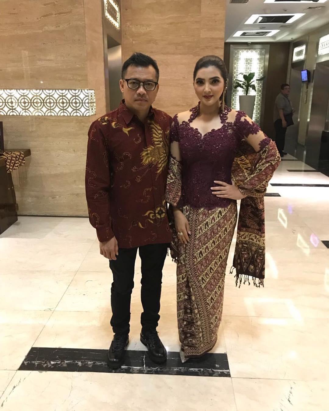 Model Kebaya Batik Modern Lengan Mekar