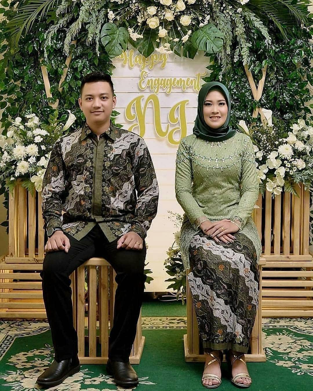 Model Kebaya Batik Sarimbit