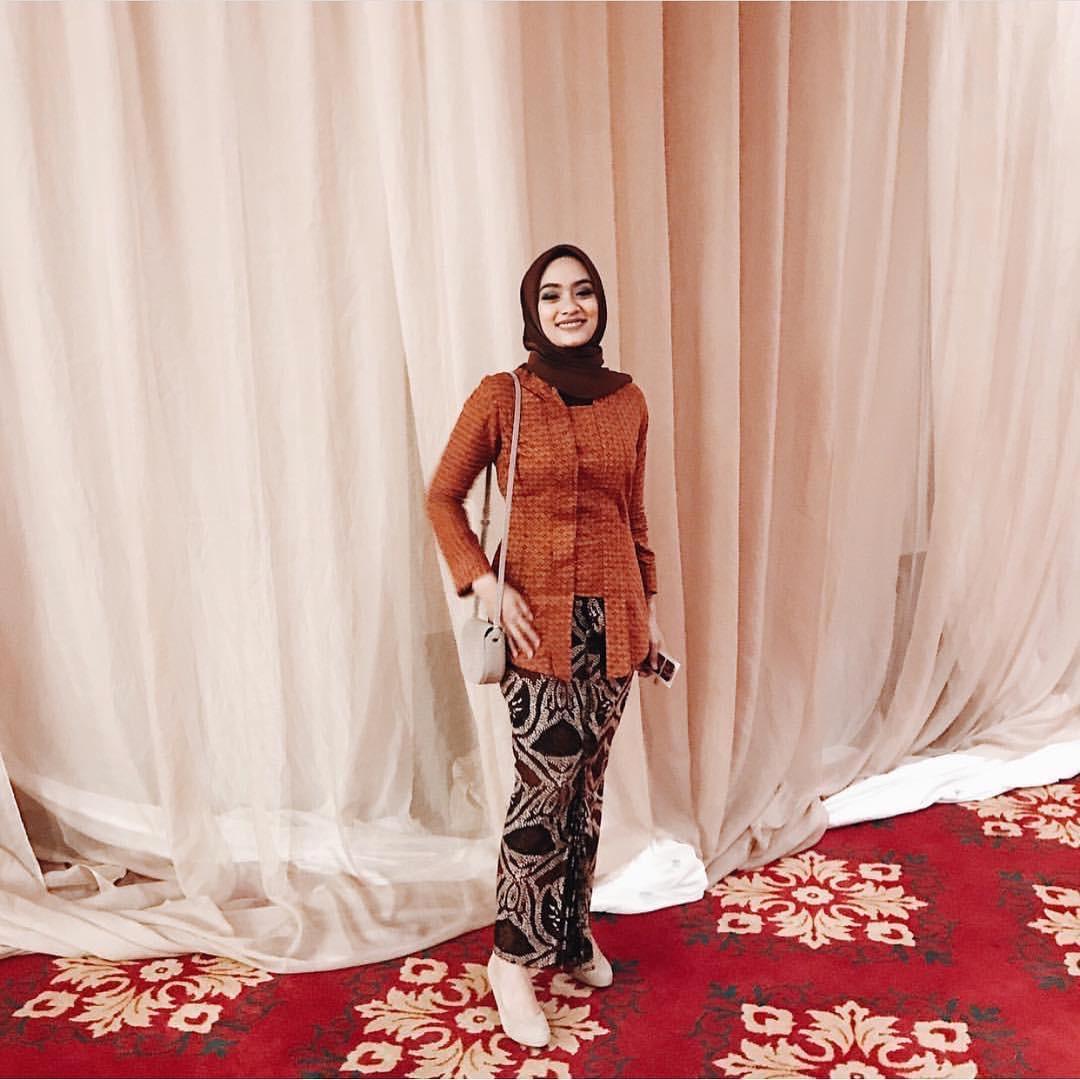Model Kebaya Batik Semiformal