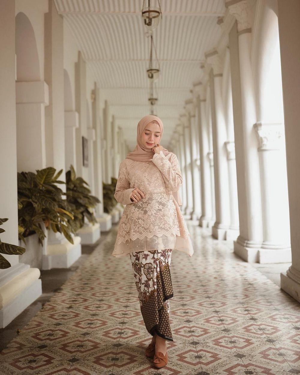 Model Kebaya Batik Untuk Orang Gemuk