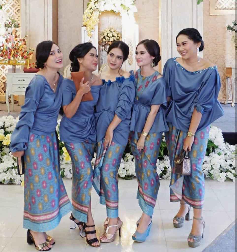 Model Kebaya Batik untuk Arisan