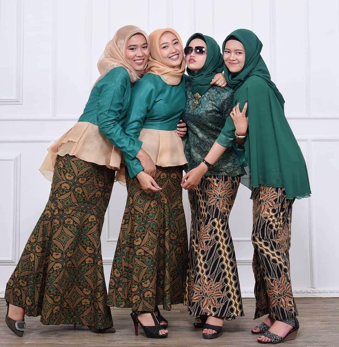 Model Kebaya Batik untuk Dresscode Keluarga