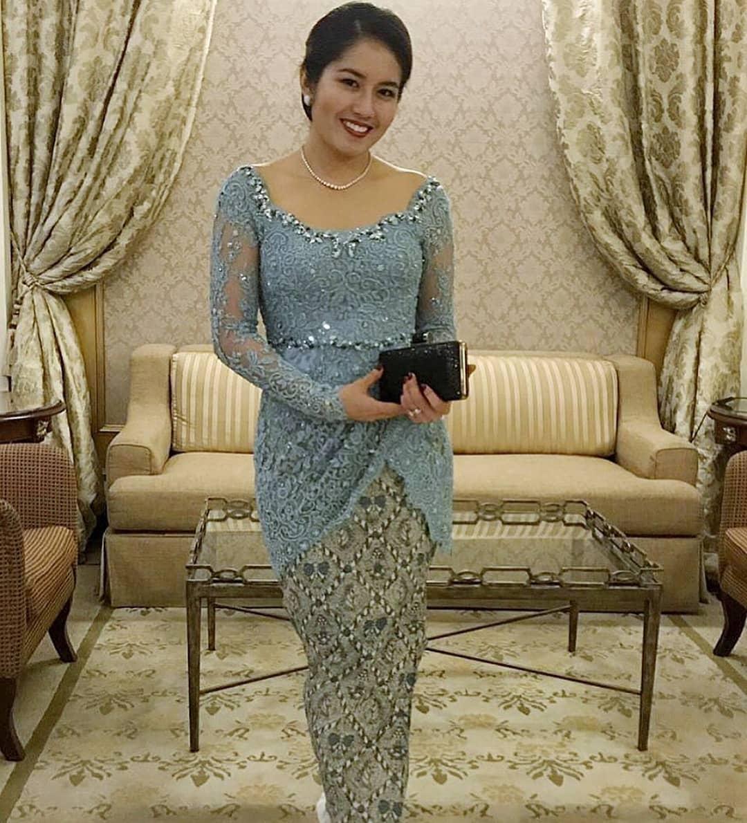 Model Kebaya Brokat Cantik Elegan