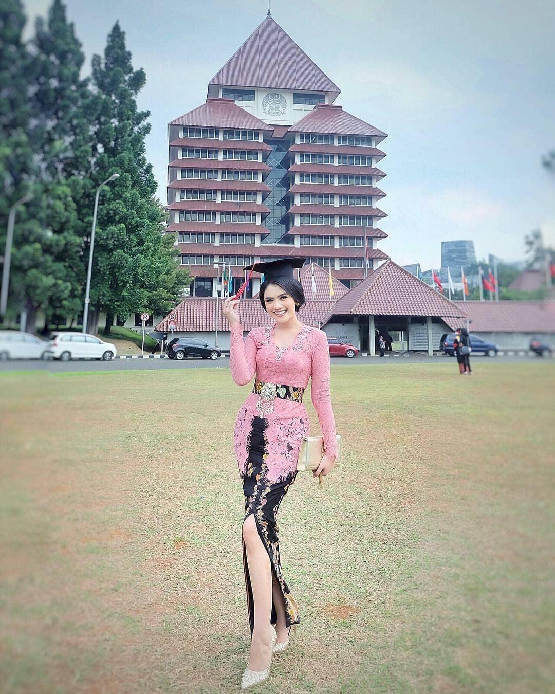 Model Kebaya Campur Batik