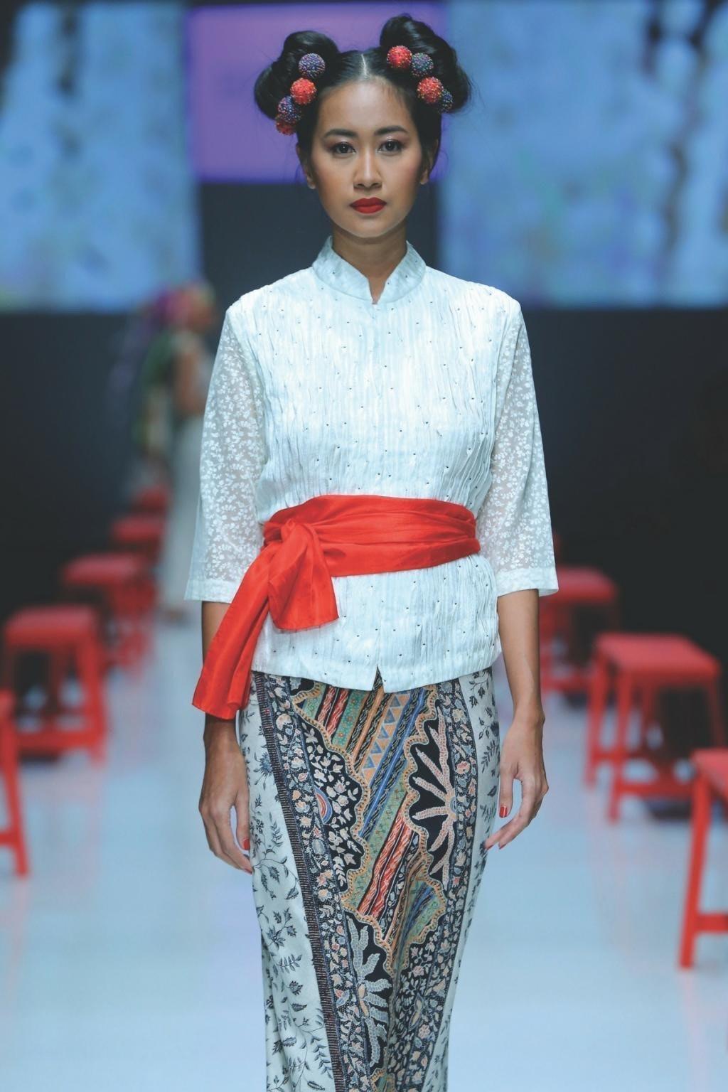 Model Kebaya Kartini Simple Polos