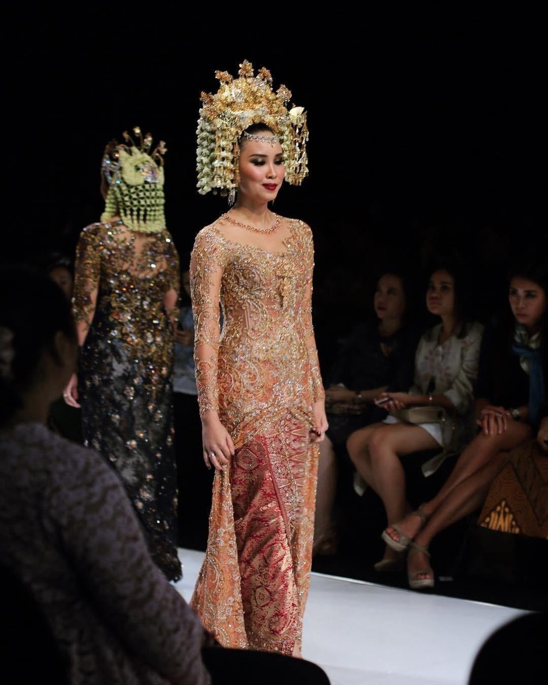 Model Vera Kebaya