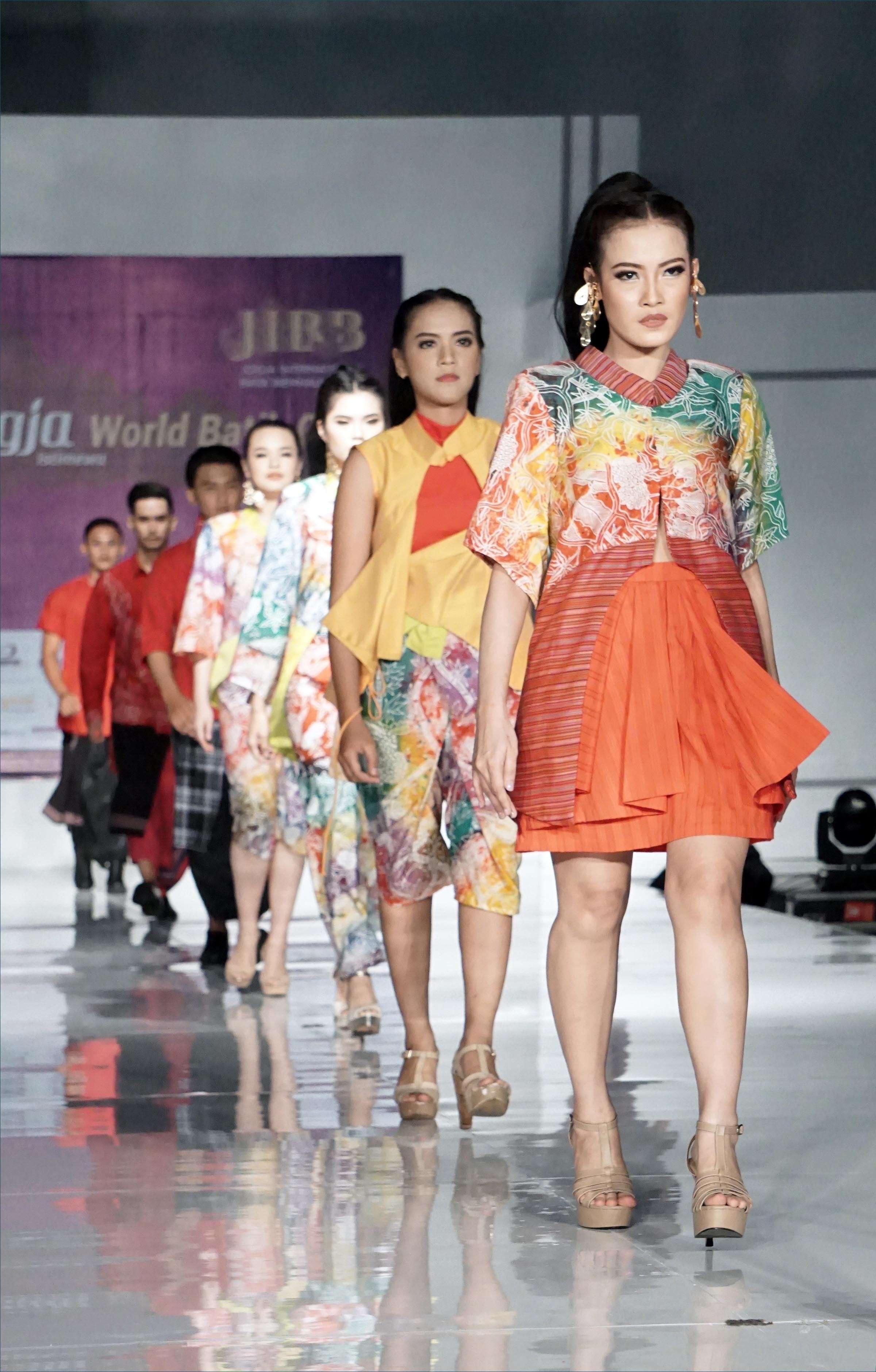 Model baju atasan motif batik celup
