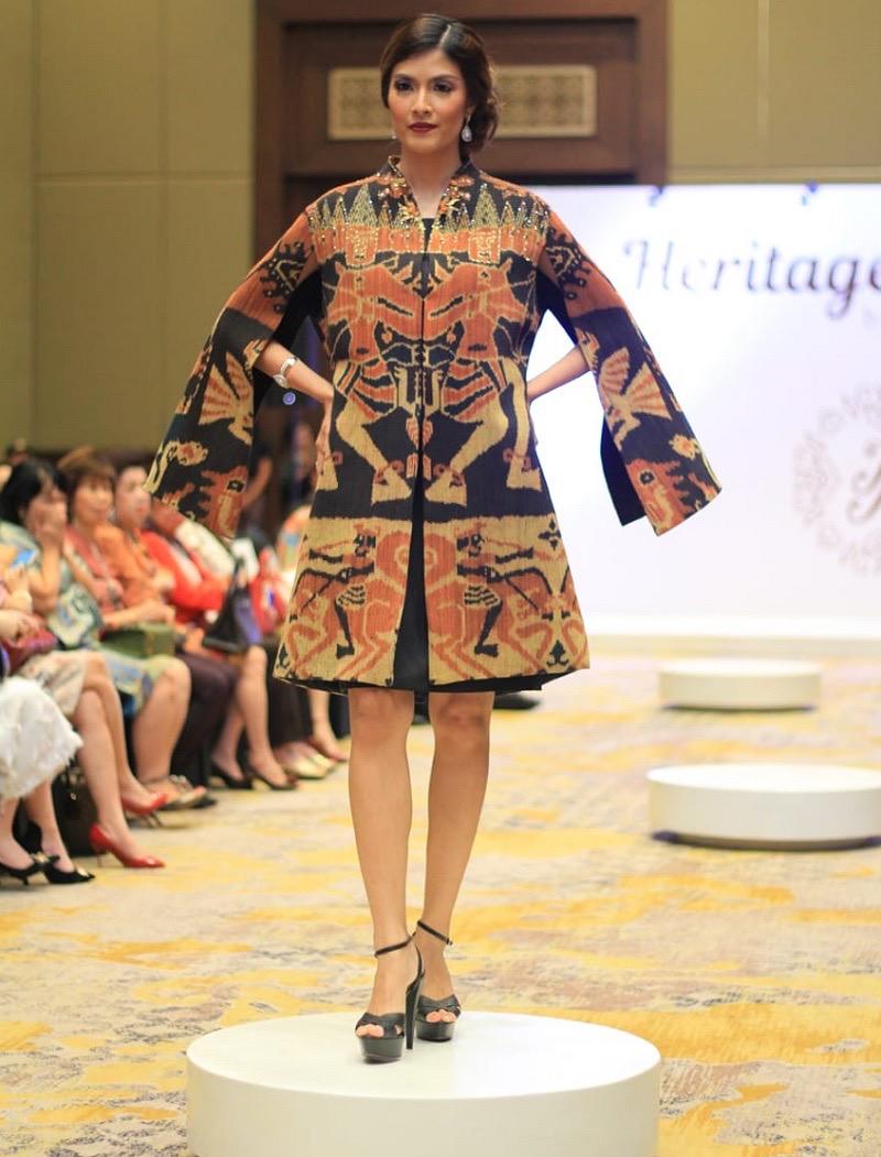 Model baju batik atasan bersemi