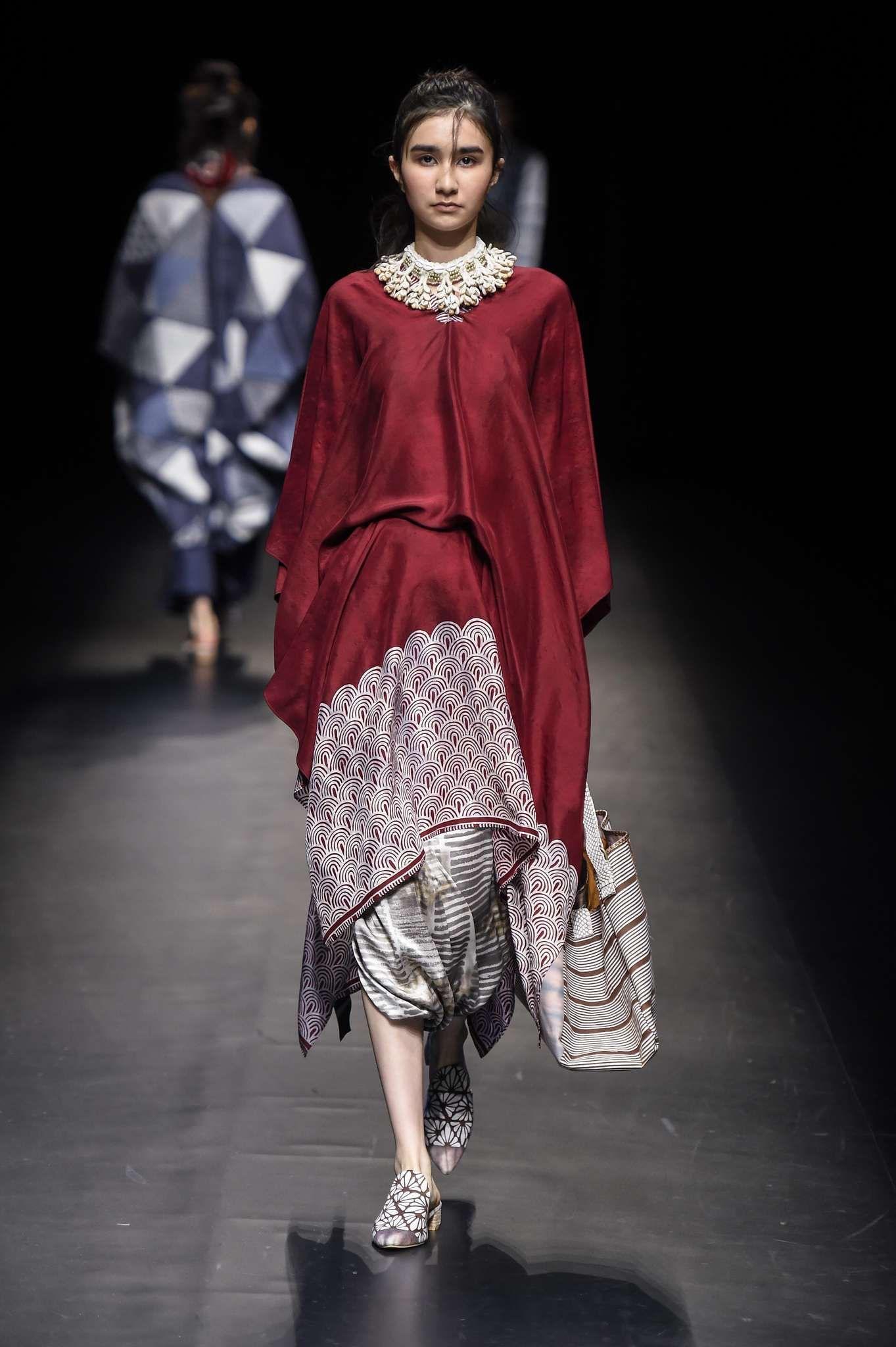 Model baju batik atasan polos