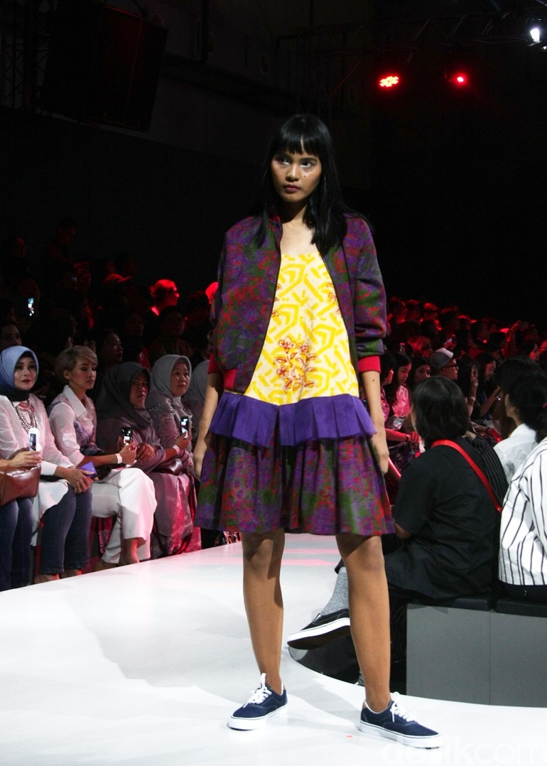 Model baju batik dengan layer