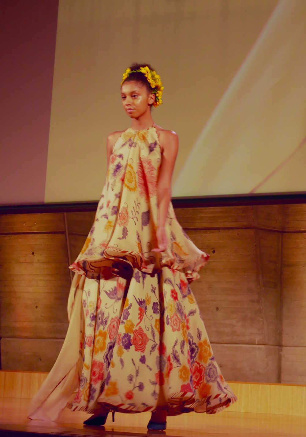 Model baju batik gamis kombinasi