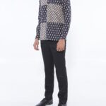 Model baju batik kancing dalam