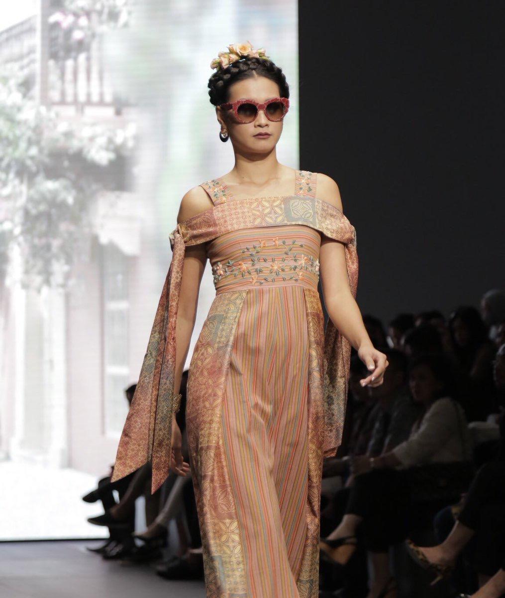 Model baju batik kombinasi ala Prancis