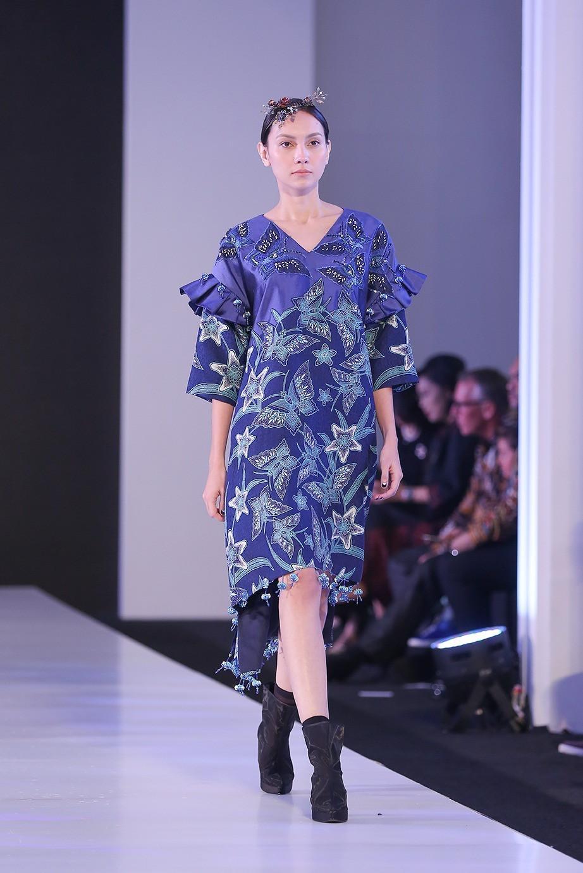 Model baju batik lengan unik
