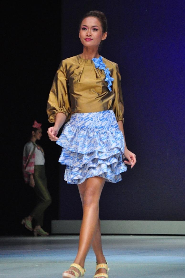 Model baju batik modern layer pendek