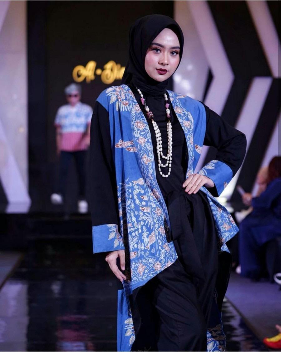 Model baju batik muslim atasan