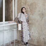 Model baju batik muslim ke pantai