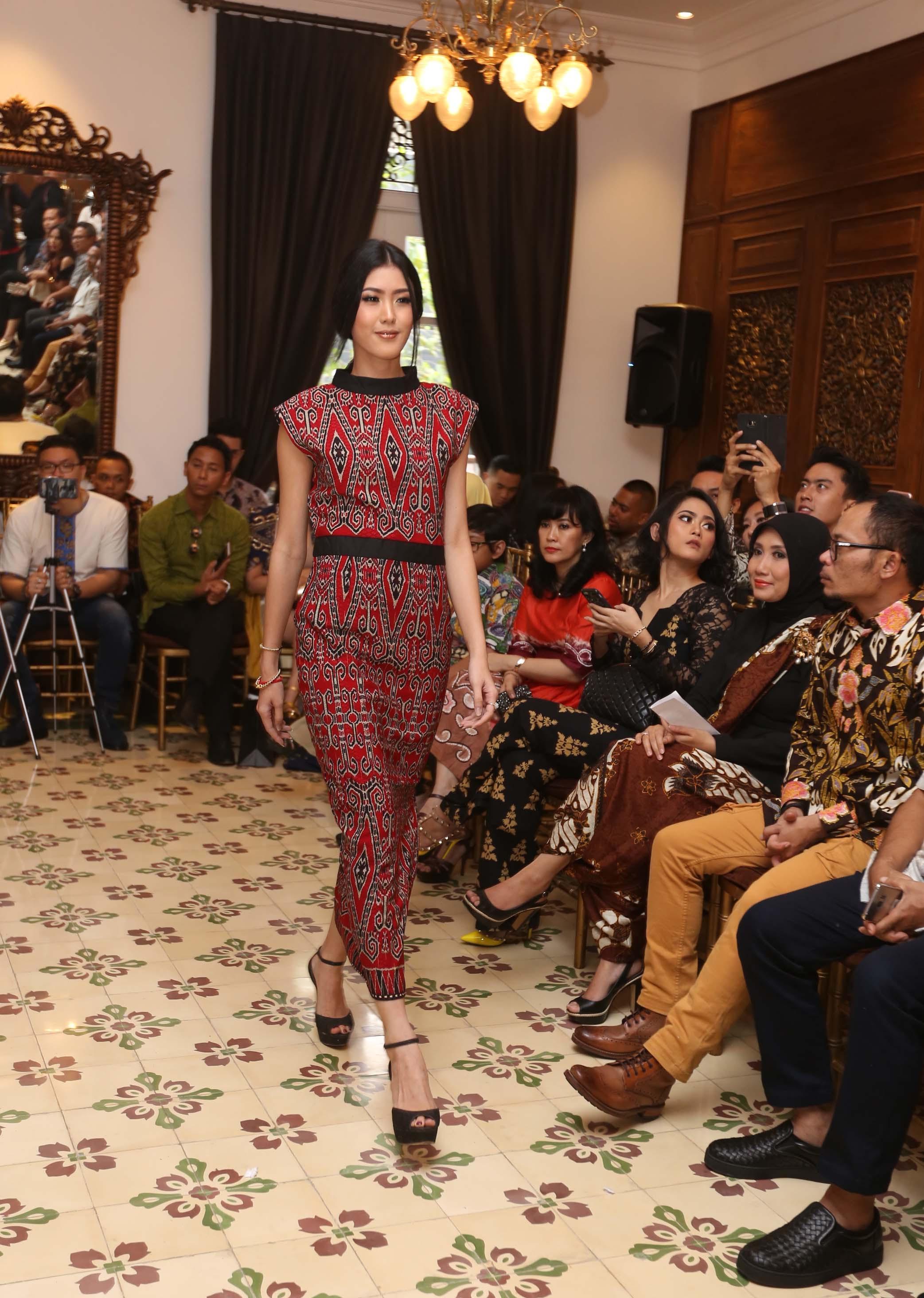 Model baju batik semi jumpsuit