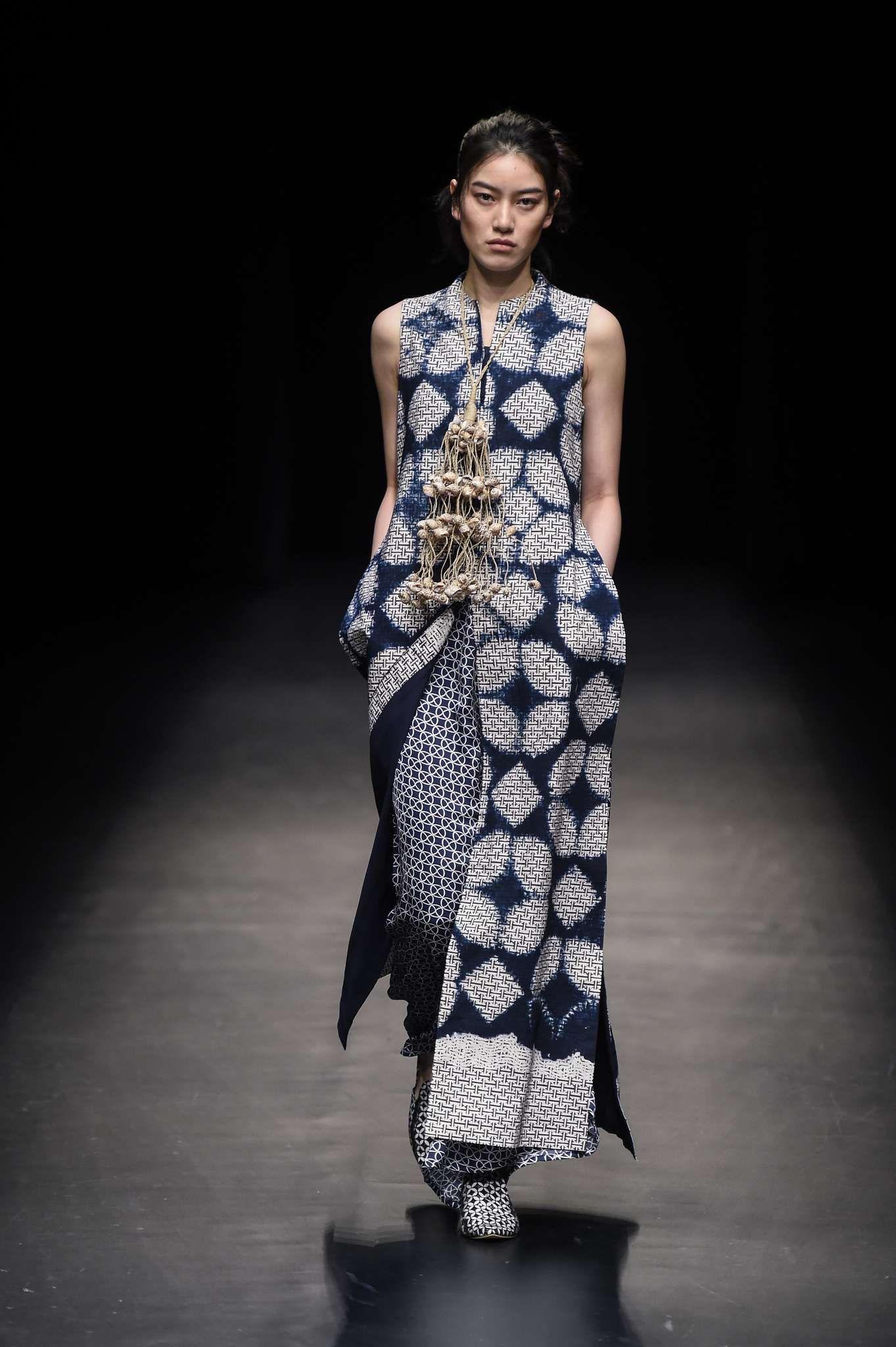 Model baju batik semi modern