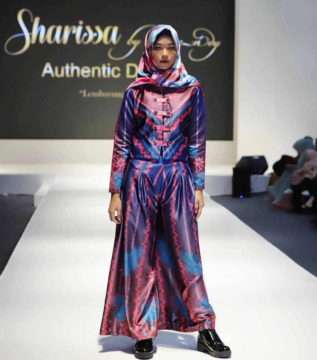 Model baju batik wanita gamis playfull