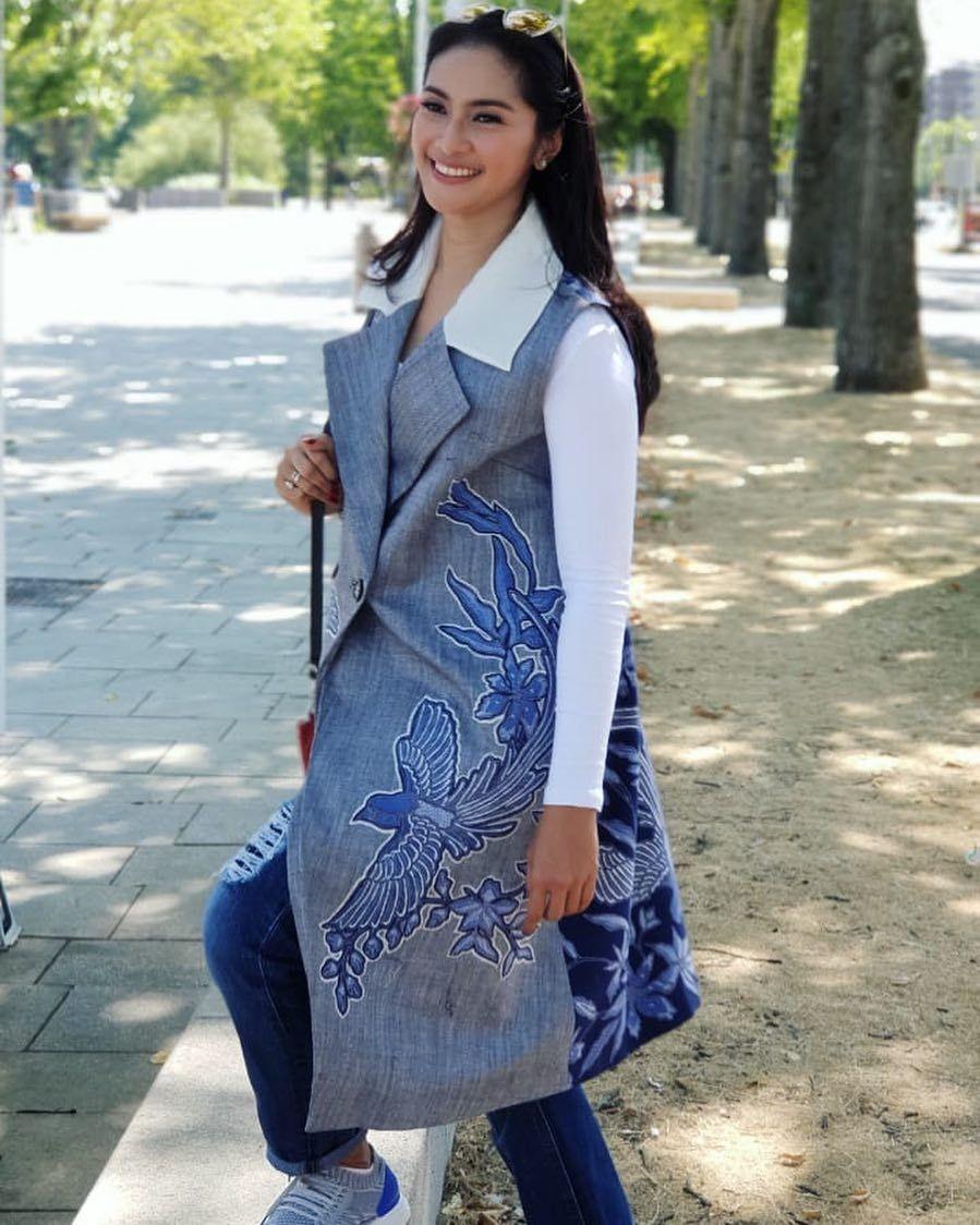 Model baju kerja blazer batik