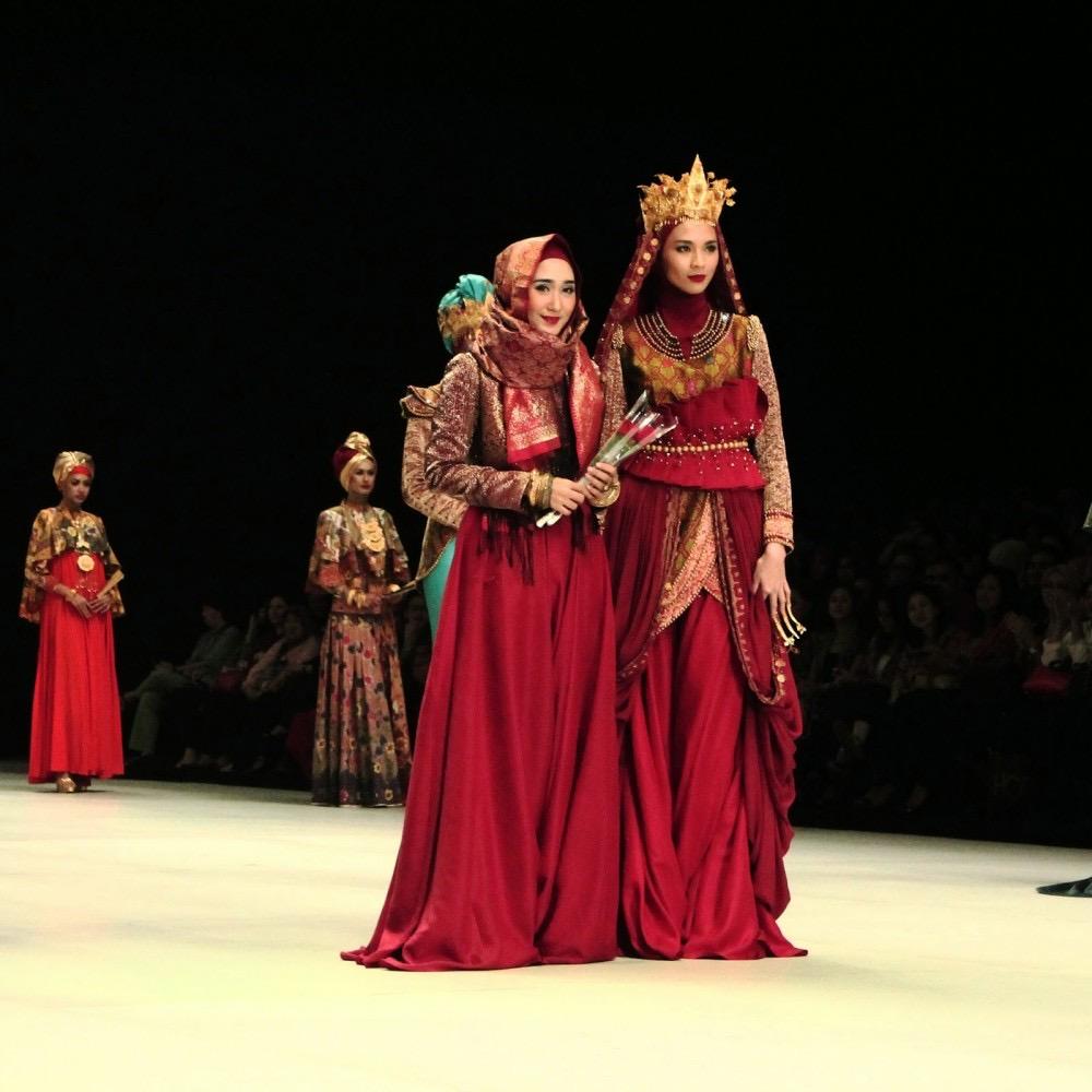 Model batik gamis cantik elegan