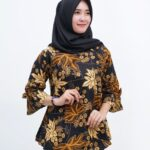 Model batik kerja muslimah lengan terompet