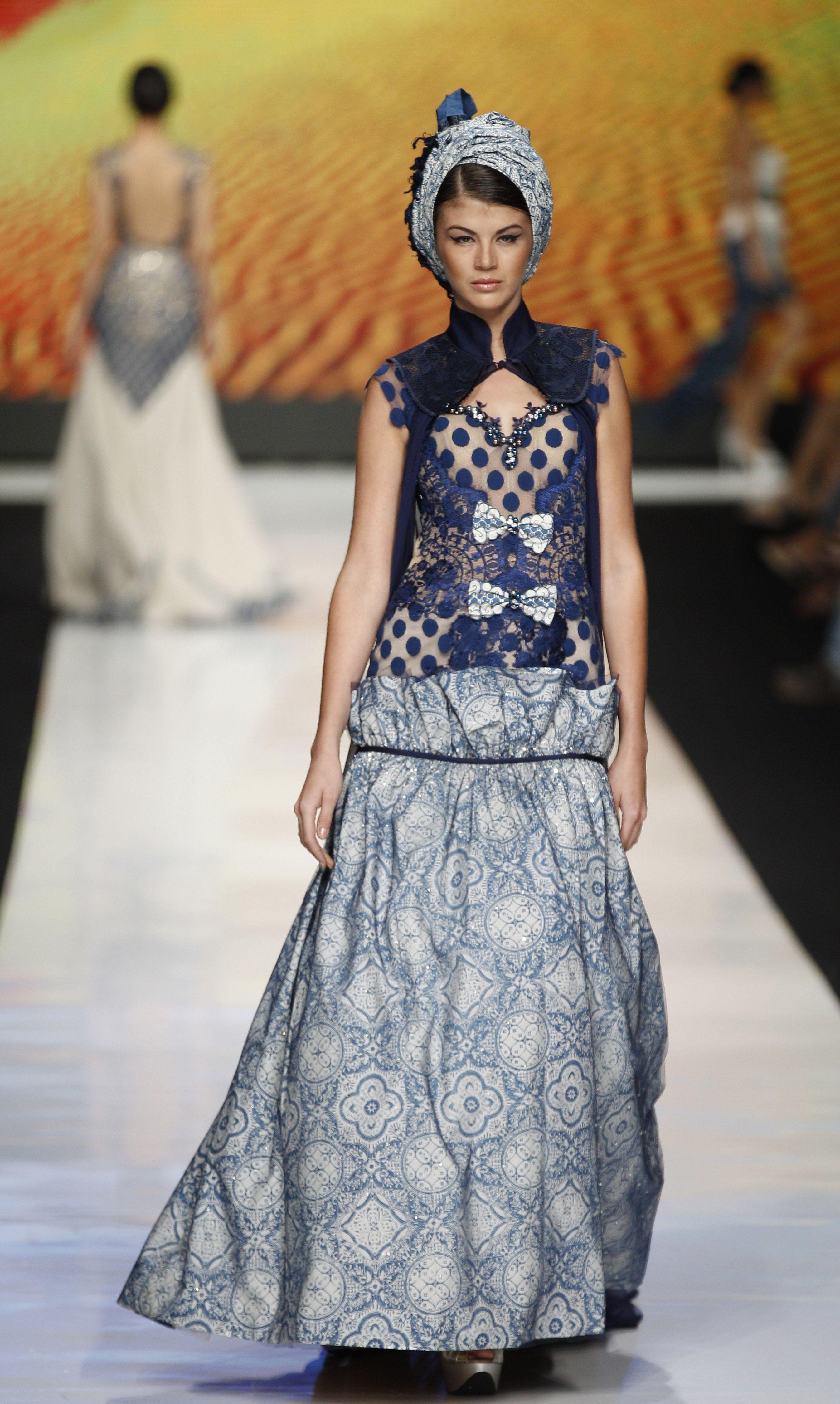 Model batik kombinasi gaun malam cantik