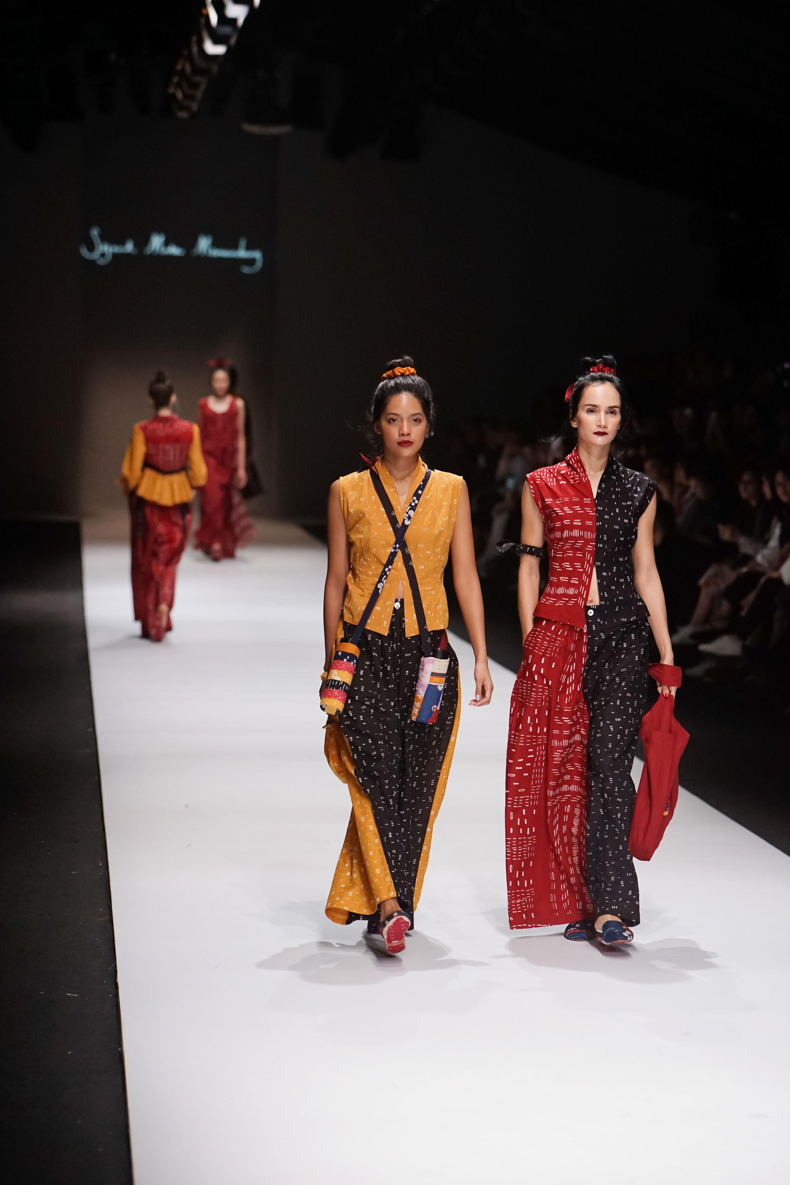 Model batik kombinasi gaun malam elegan