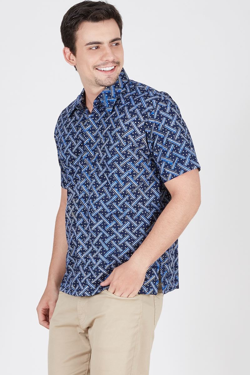 Model batik motif modern santai lengan pendek
