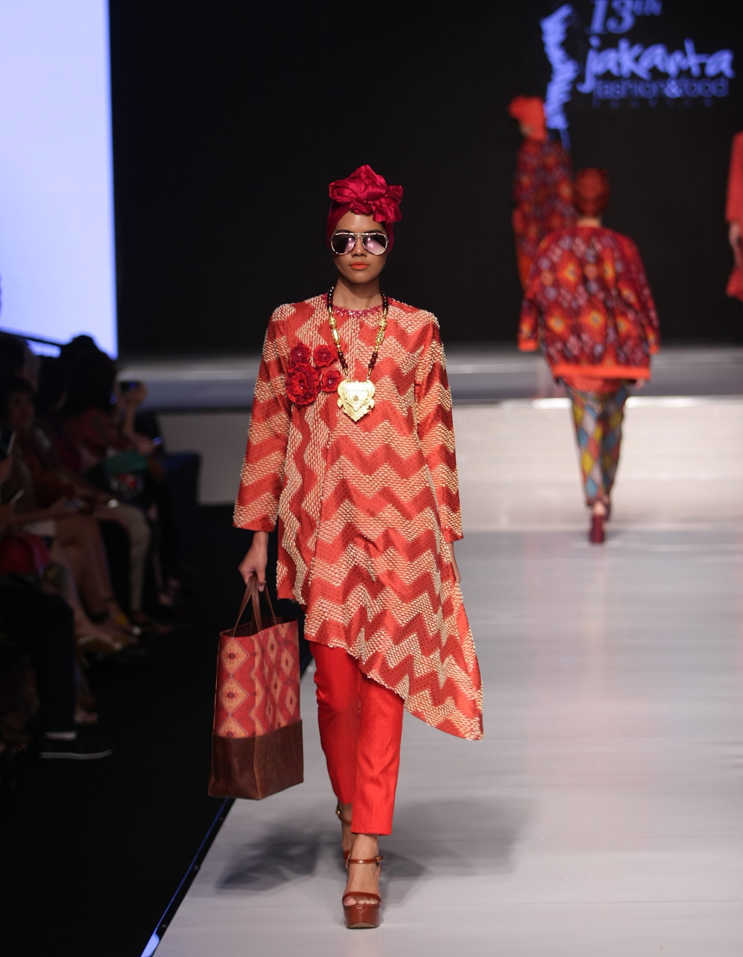 Tunik motif batik zig zag asimetris