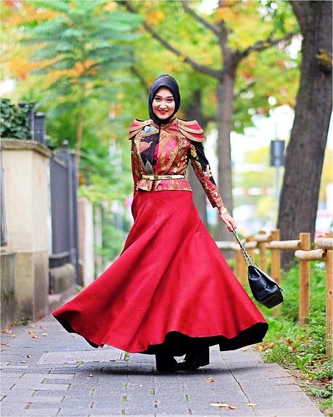 Two-pieces batik merah mewah