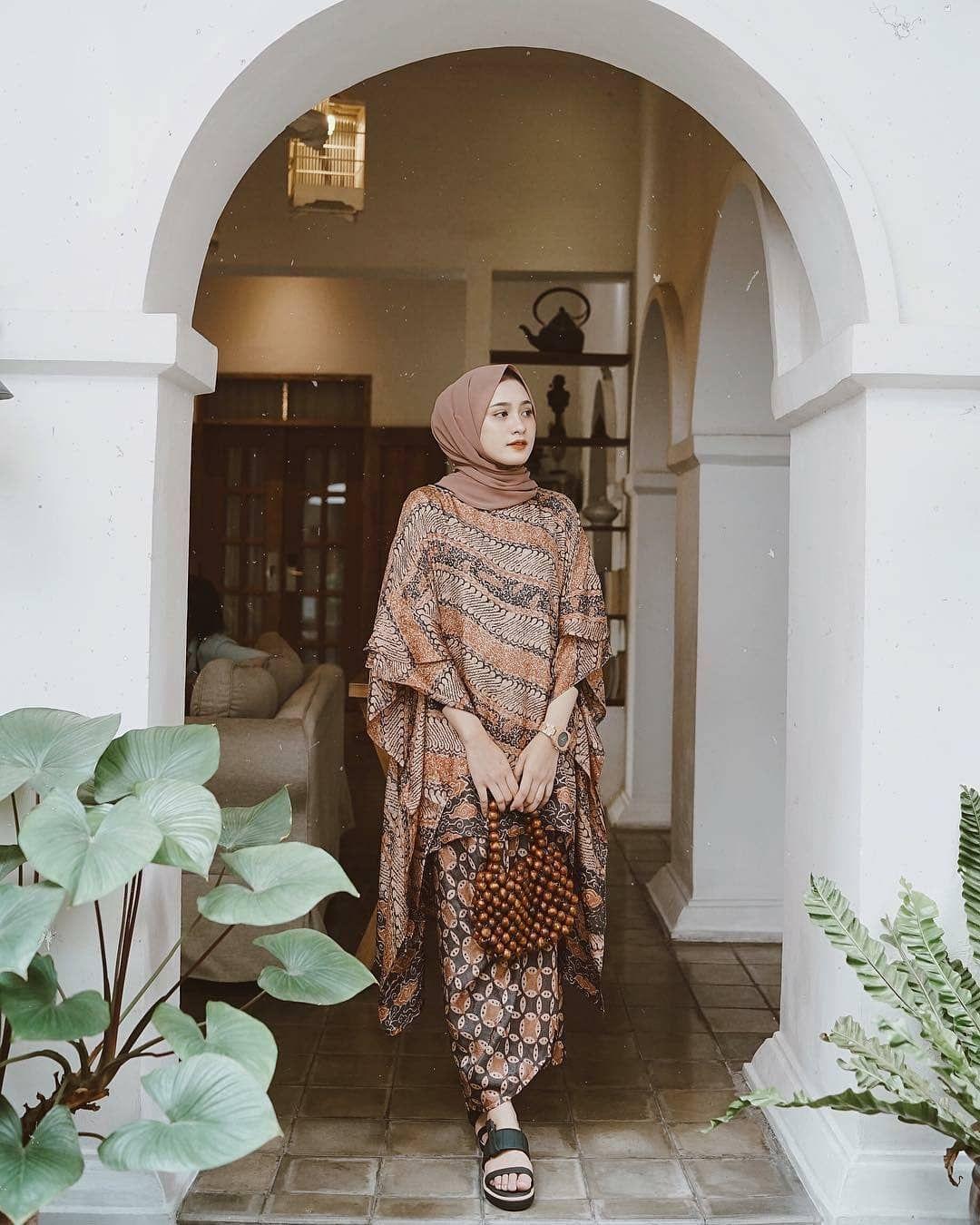 gamis lebaran model potongan kain batik