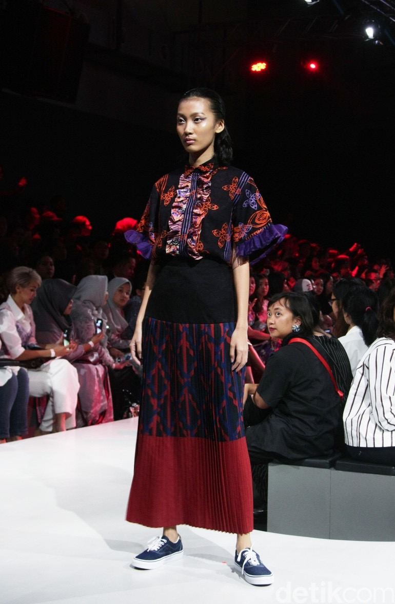 model baju batik atasan kombinasi polos modern