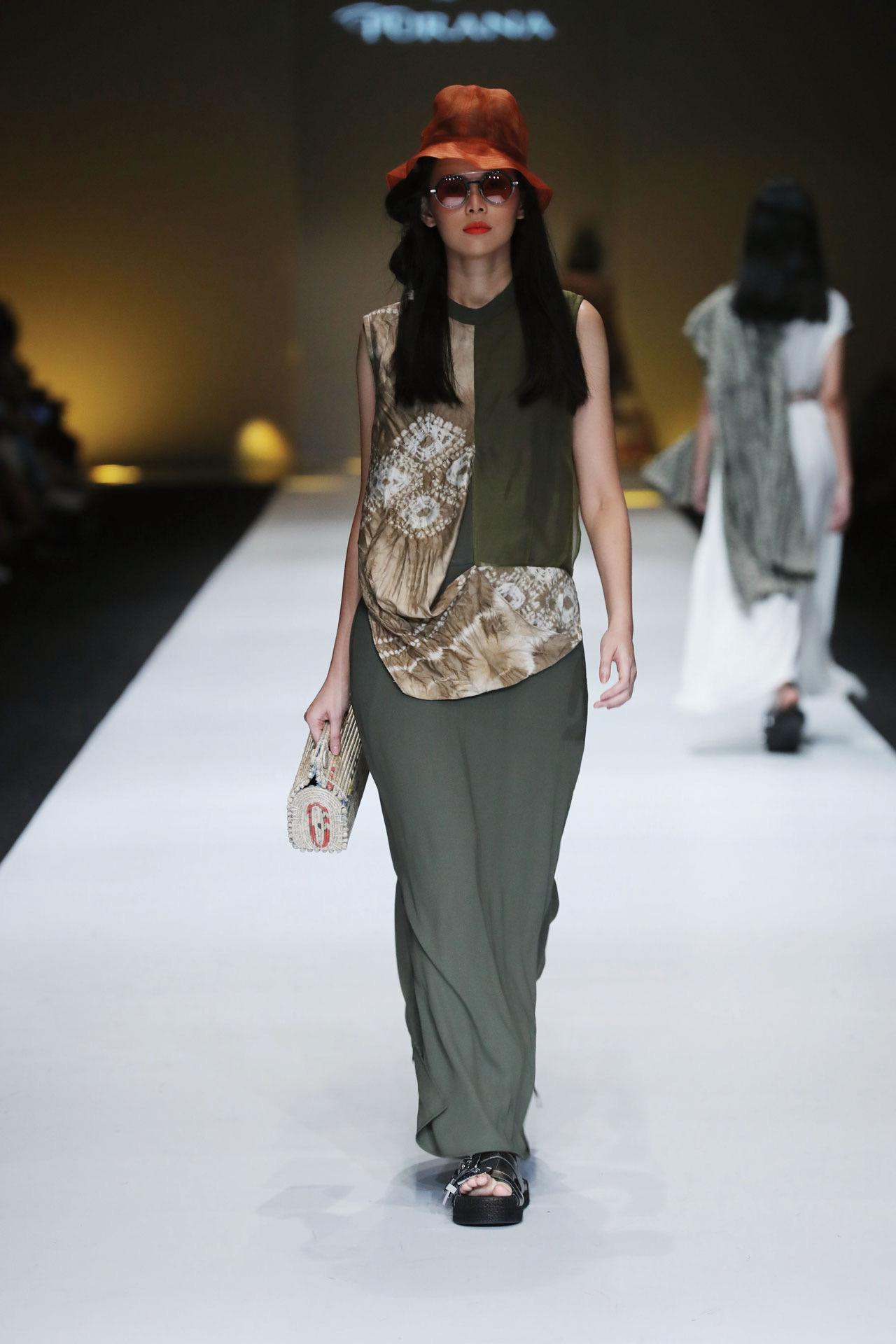 model baju batik kombinasi rok berwarna polos