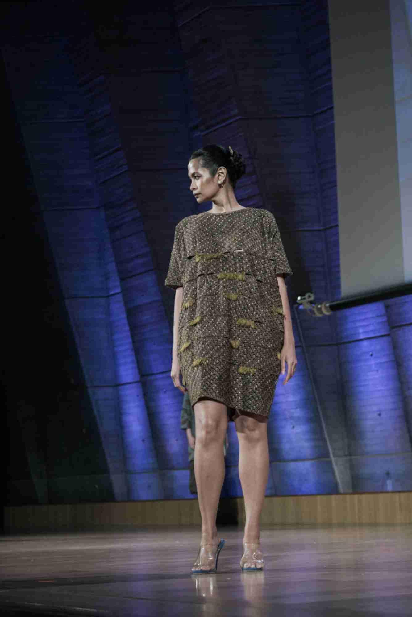 model baju batik sederhana nan casual