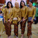 Atasan kebaya kombinasi rok batik
