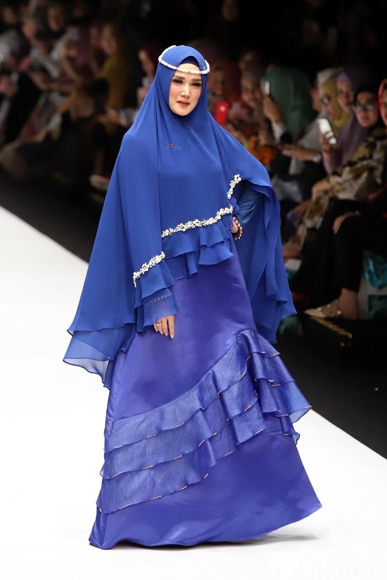 Gamis Biru dengan Rok Layer Renda