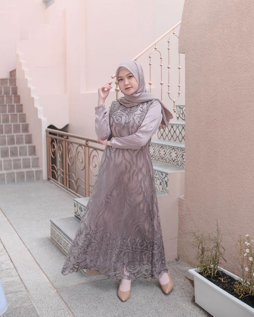 Gamis Full Brokat warna Abu Abu