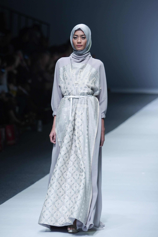 Gamis Panjang Abu-Abu Putih Motif Unik