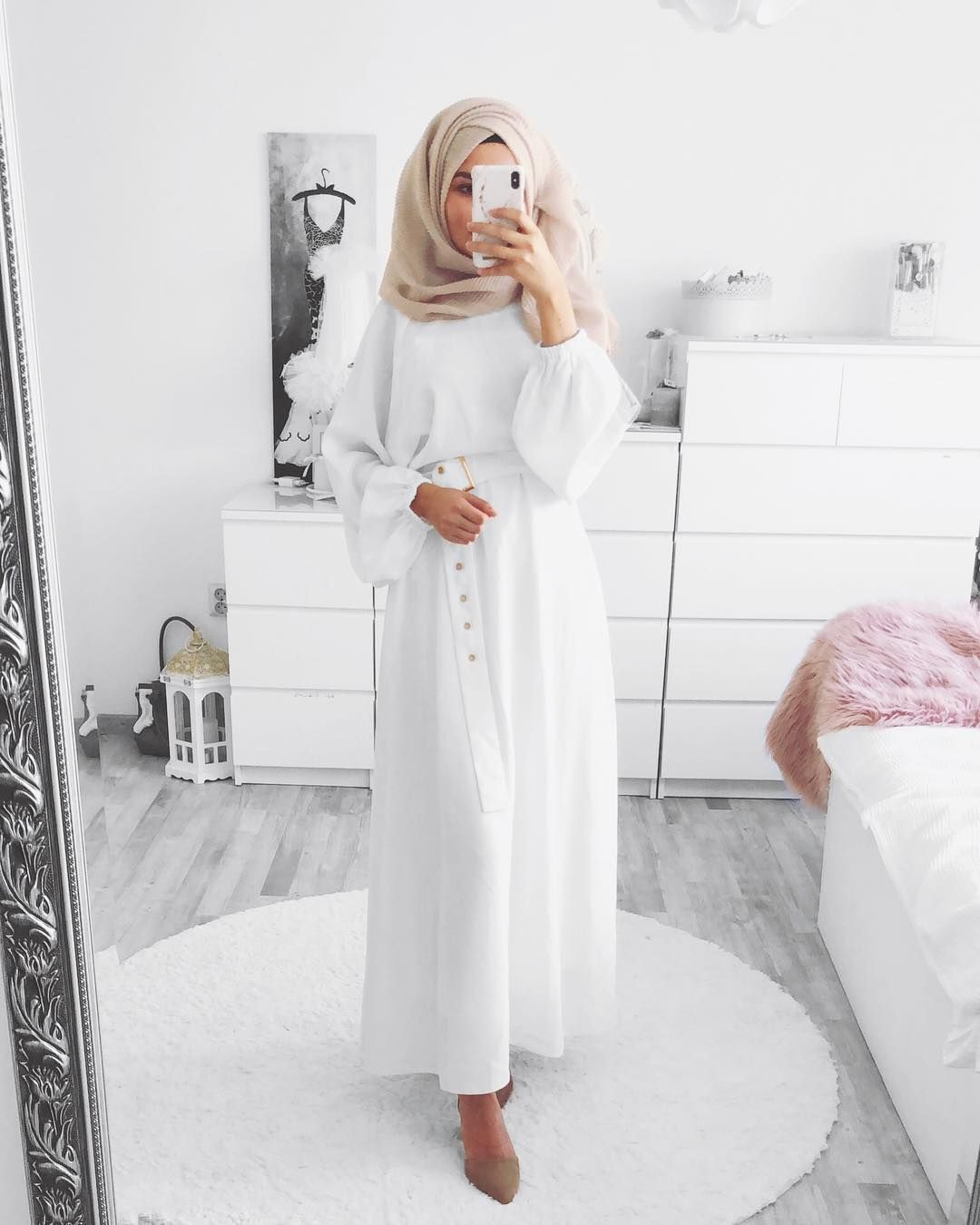 Gamis Putih Polos Sedikit Motif