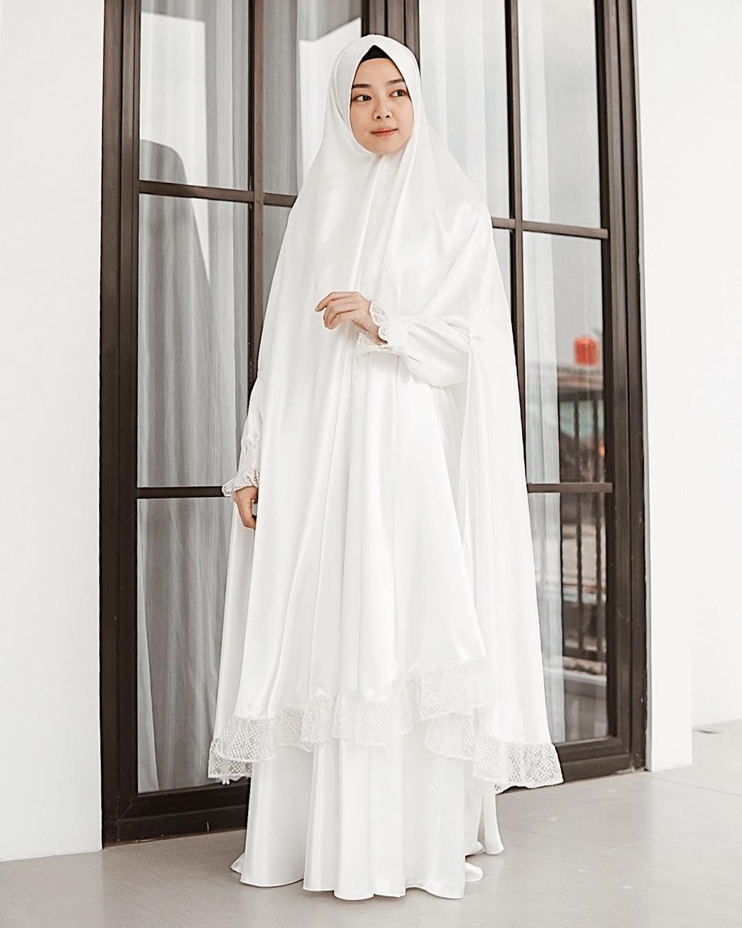 √ 10+ Model Gamis Putih Polos Kombinasi Terbaru 10