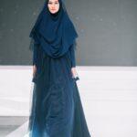 Gamis Syar'i Biru Tua dengan Renda Polos